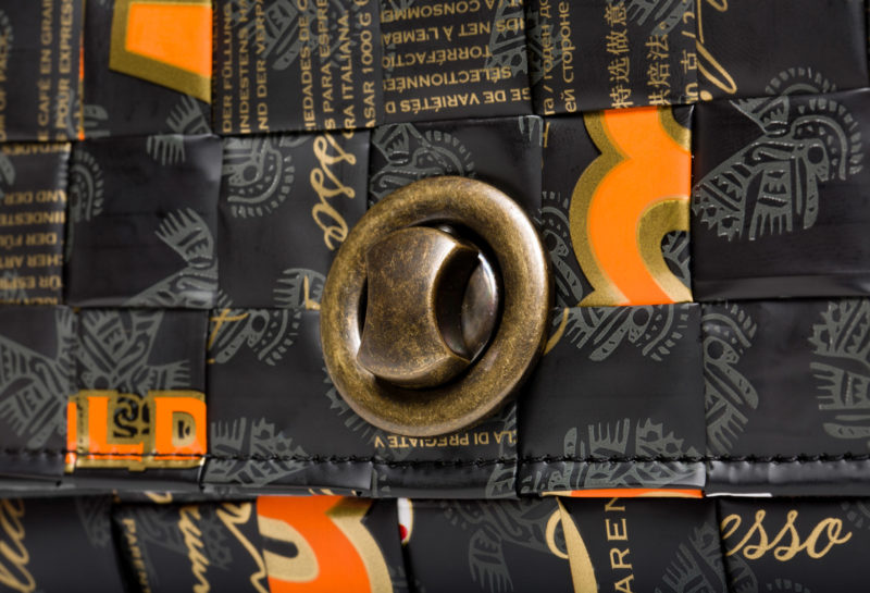 Meraky AROMA collection Espresso Chatelaine bag oro nero detail